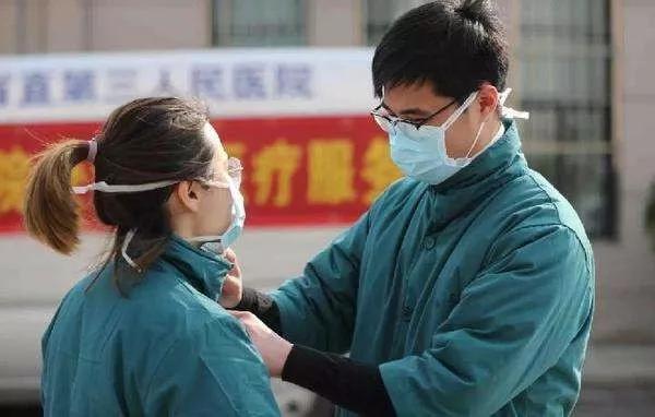 病毒隔离,爱不缺席 | 细数疫情之下的那些动人爱情故事