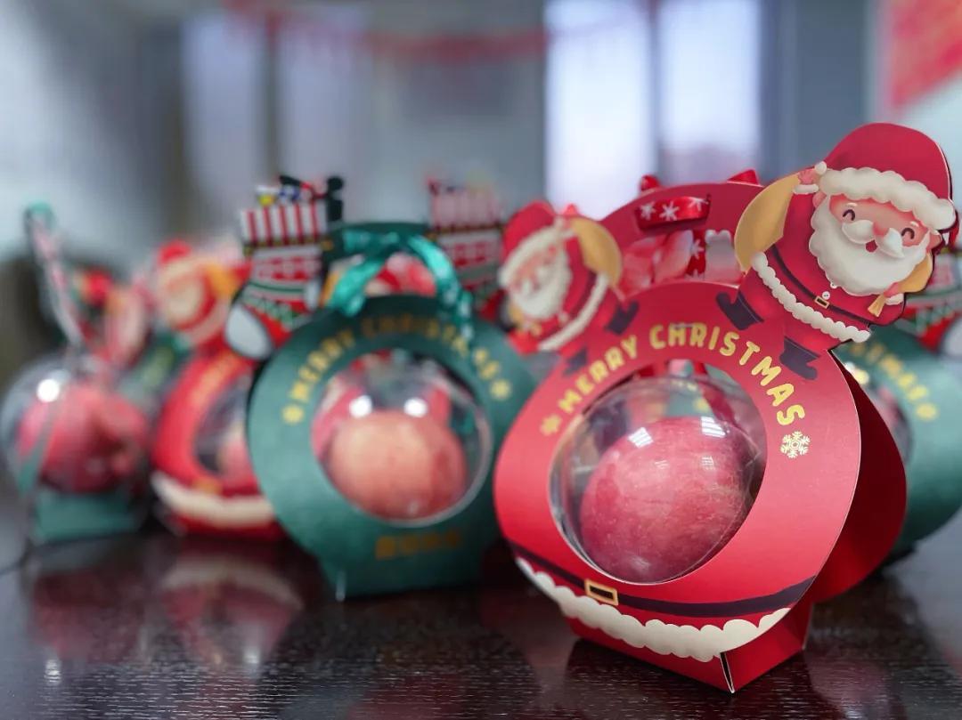 平安夜快乐   今天,圣诞老人和礼物都在